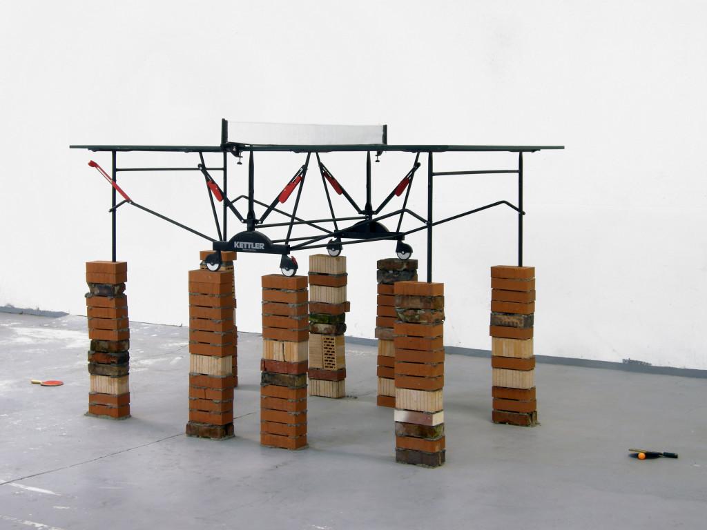 ping pong table, tavolo da ping pong, racchette, mattoni, misure variabili, 2010, berlino, courtesy ECC-Berlin